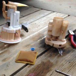 Как поменять фильтрующий элемент топлива на KIA Rio JB с бензиновым двигателем