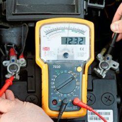Какое напряжение должно быть на аккумуляторе автомобиля со 100% зарядом