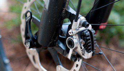 Как отрегулировать дисковые тормоза на велосипеде: методики для гидравлики и механики