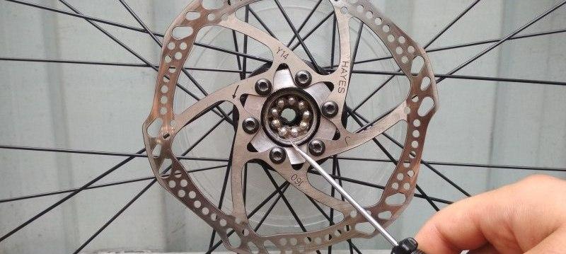 как разобрать переднюю втулку велосипеда