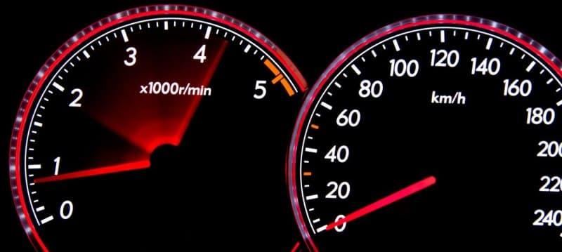 обороты двигателя увеличиваются на холостом ходу