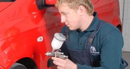 В тон: как покрасить машину своими руками в гаражных условиях?