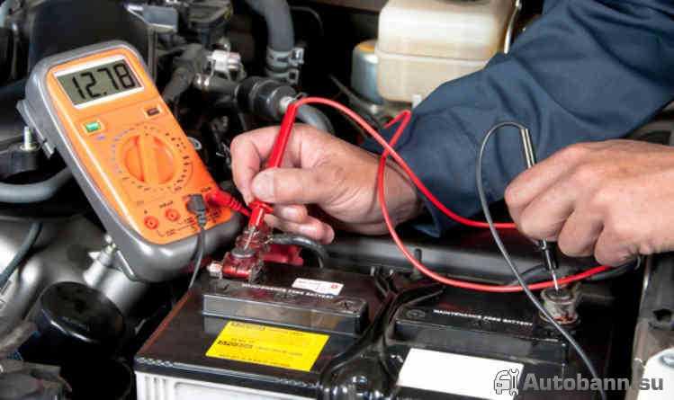 через сколько нужно менять аккумулятор в машине