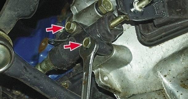 замена рабочего цилиндра сцепления автомобиля ВАЗ 2107